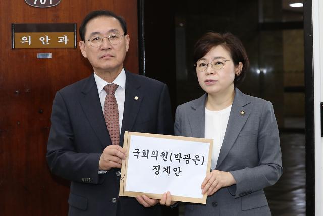 자유한국당, 국민에 총 쏜 정권 후신 발언 박광온 윤리위 제소