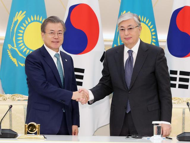 文在寅同哈萨克斯坦总统托卡耶夫举行会谈