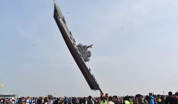 [중국포토]中 국제관함식 앞두고 하늘 나는 항공모함 등장