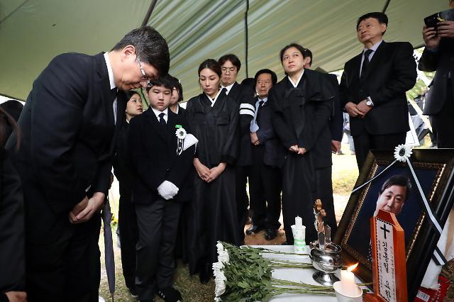 故 김홍일 전 의원 발인식…광주민족민주열사묘역 안장