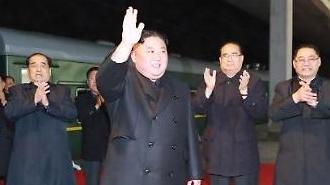 Ông Kim Jong-un lên tàu bọc thép đi Nga