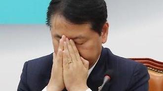 [포토] 고민 깊은 바른미래당 김관영 국회의원