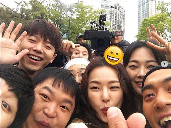 """[#SNS★] 이하늬 열혈사제 포상휴가 모습 공개 """"그냥 다 비글!"""""""