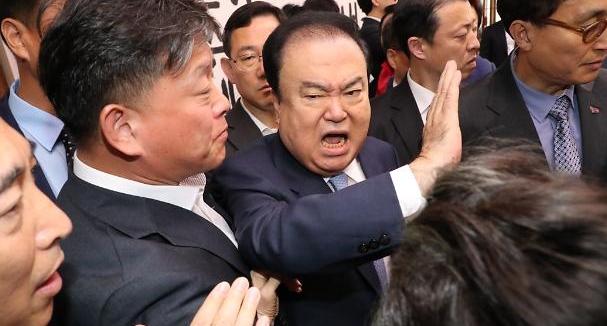 文의장, 한국당 항의에 쇼크…병원行