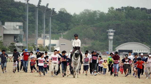 렛츠런파크 부경, 대명리조트 거제마리나와 함께하는 경주로 걷기대회 개최