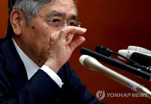 """日인플레이션 발목...일본은행 """"내년까지 완화정책 유지"""""""