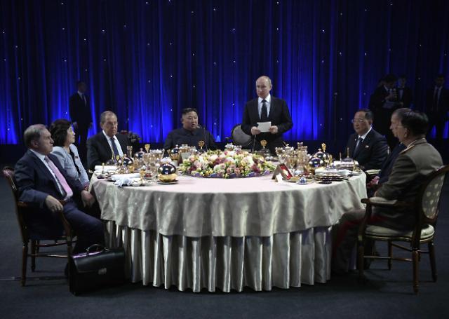 朝俄首脑共进晚餐并发表讲话