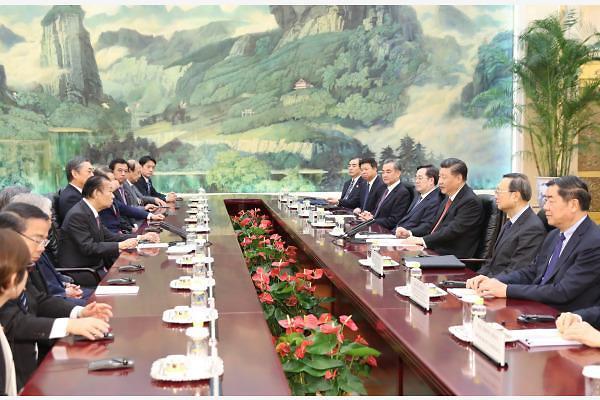 [중국포토] 일본 특사와 마주앉은 시진핑