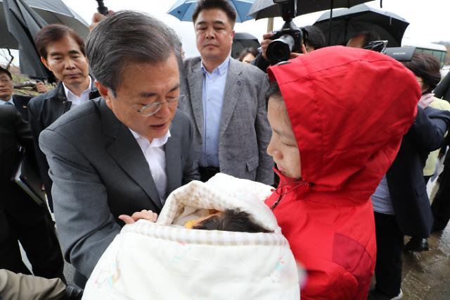 """평화경제 외친 文대통령 """"금강산관광 조속 재개 노력"""""""