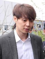 JYJユチョン、髪の毛染めて裁判所に出席...拘束するかどうか夕方に決定