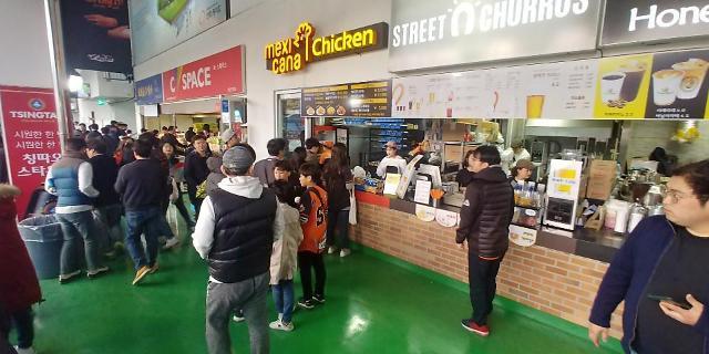 """야구장서 뒤바뀐 치킨 프랜차이즈 순위···""""프로야구팬 잡아라"""""""