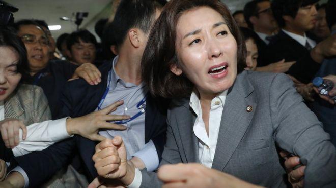"""與 """"한국당, 패스트트랙 수사에 문희상 의장 끌어들여"""" 비판"""