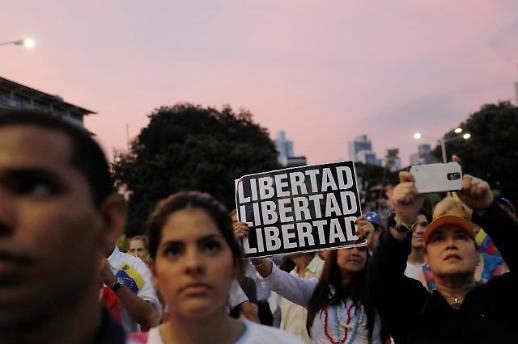 혼란의 베네수엘라…과이도 VS 마두로 대치 격화