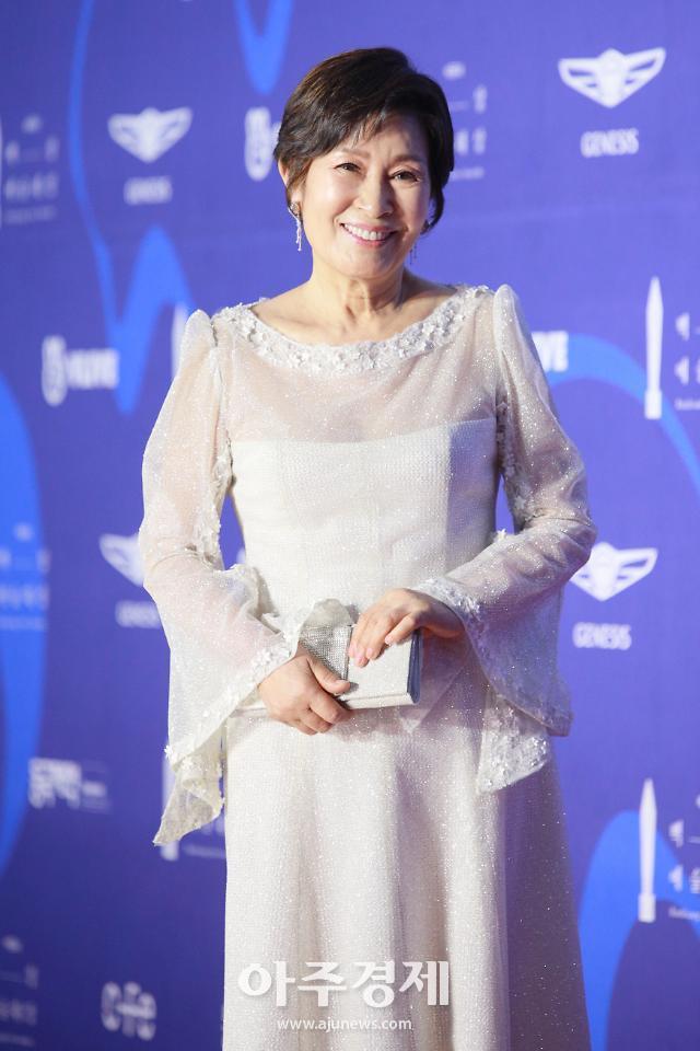 """[2019 백상예술대상] 김혜자 정우성, TV·영화부문 대상 """"위로가 필요한 시대""""(종합)"""