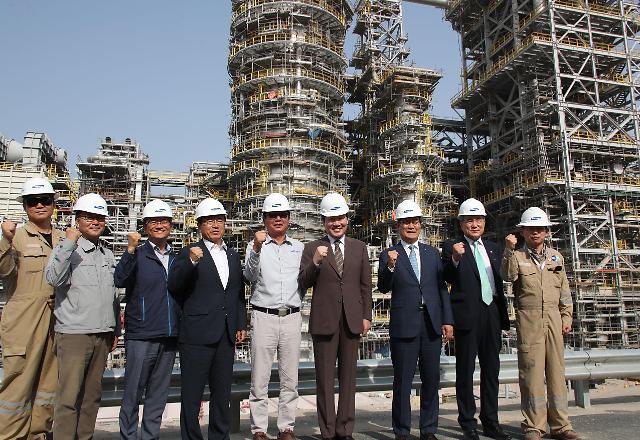 韩总理访问科威特炼油厂