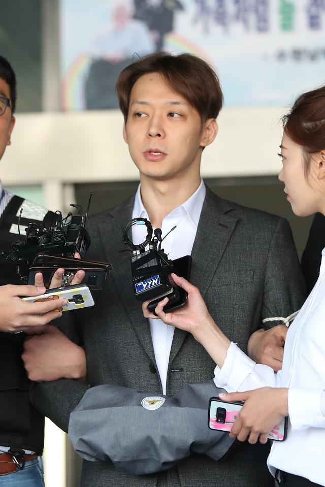 """""""거짓말 죄송"""" 박유천, 황하나 이어 검찰 송치…작년 여름부터 마약"""