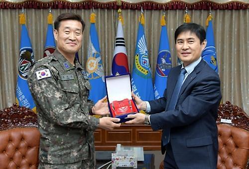 공군 1전비, 아시아나로부터 감사패... 여객기 복구 지원