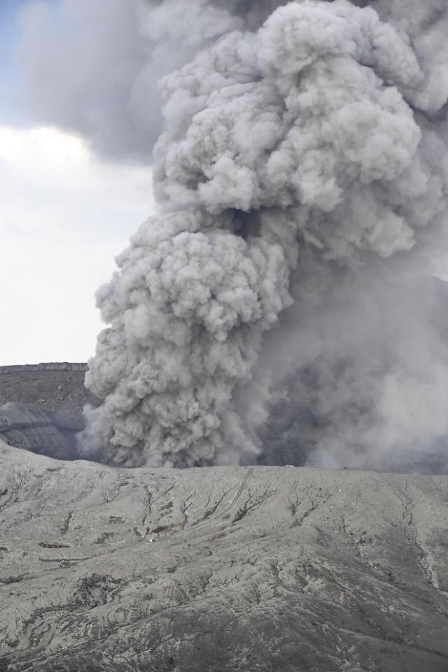 일본 규슈 아소산 또 분화…상공 1600m까지 연기기둥