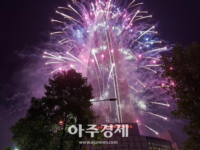 2019 잠실 롯데월드타워 불꽃축제, 3만발 넘는 폭죽 5월 밤하늘 환상적으로 수놓아