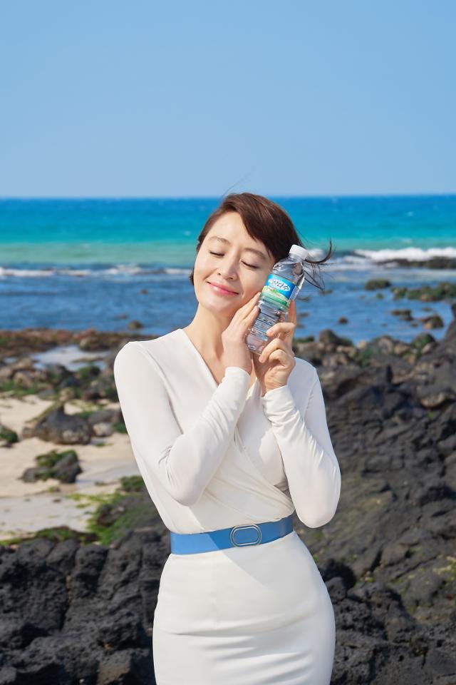 [줌인엔터프라이즈] 제주삼다수, 김혜수와 만나 '건강한 물' 이미지 UP
