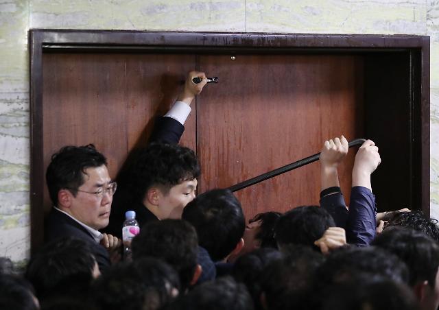 개회식도 못 연 최악 4월 국회…5월 정국도 안갯속