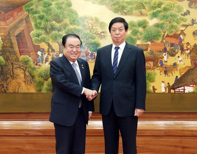 韩国会议长文喜相在京会晤栗战书