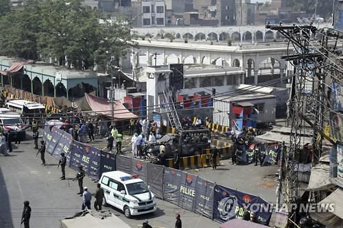 파키스탄 이슬람 성지 인근서 폭탄 공격..9명 사망