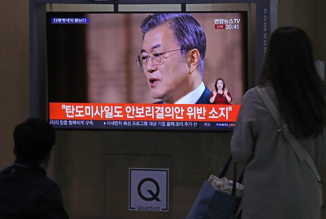 """[文정부 2주년 특별 대담] 文대통령, 박근혜 사면 묻자 """"재판 확정 이전 말하기 어렵다"""""""