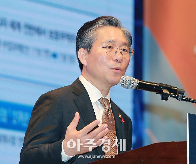 """성윤모 산업부 장관 """"세계 최고 수준의 미래차 산업생태계 조성"""""""