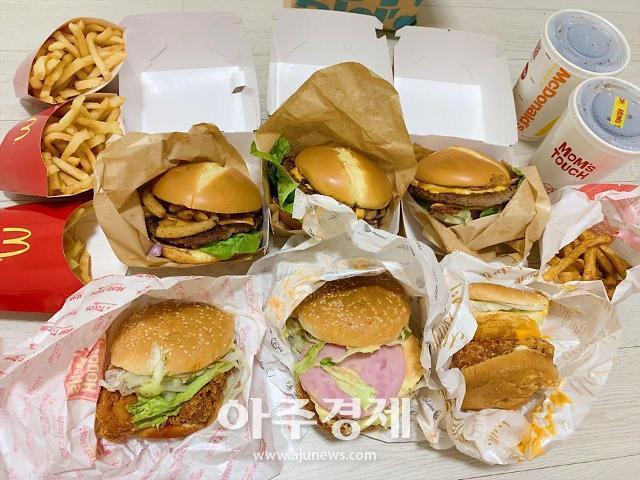 [이서우의 pick味] '맥도날드 VS 맘스터치' 신상 버거 6종 다 먹어봤다