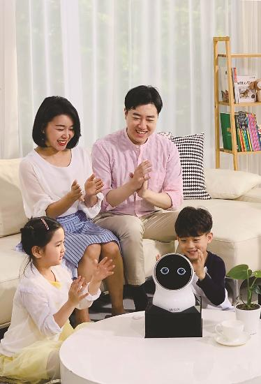 LG전자, 홈 로봇 'LG 클로이 16일 출시...네이버 AI 탑재
