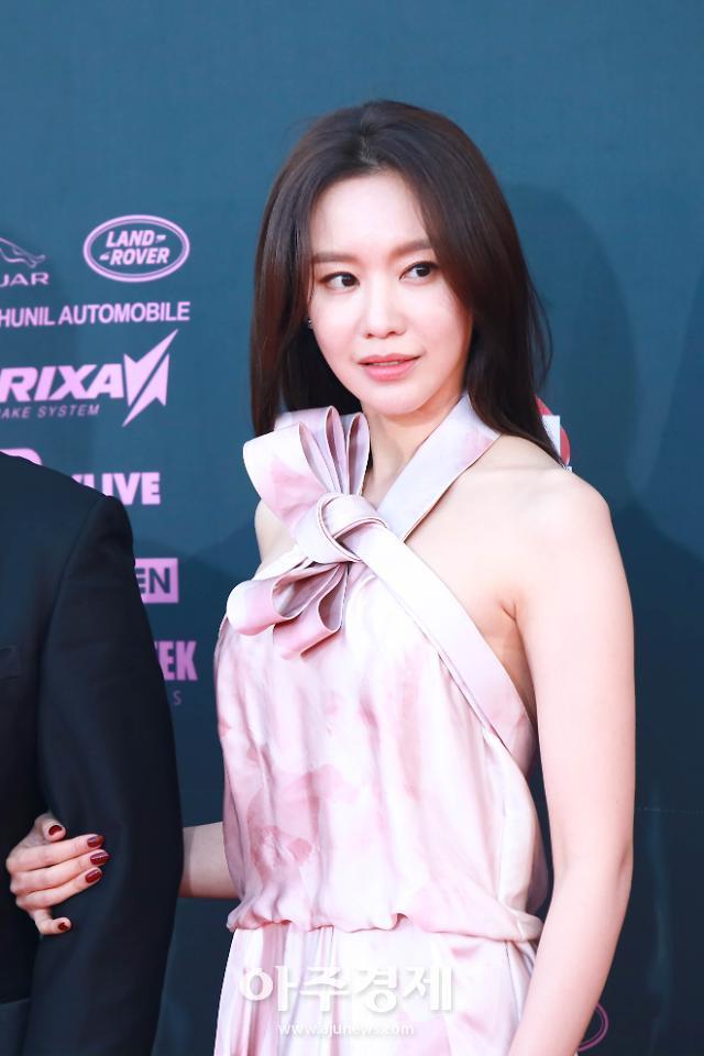 """김아중, 굿모닝 FM 깜짝 출연…김제동과 의외의 친분 """"아침에 목소리 들어 좋아"""""""