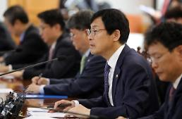 .韩政府:中美贸易战对韩影响有限 必要时将采取稳定市场措施.