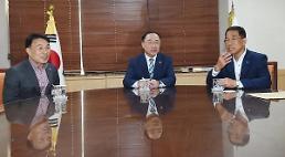 .洪楠基会见汽车工会负责人 表示将做好政府的角色.
