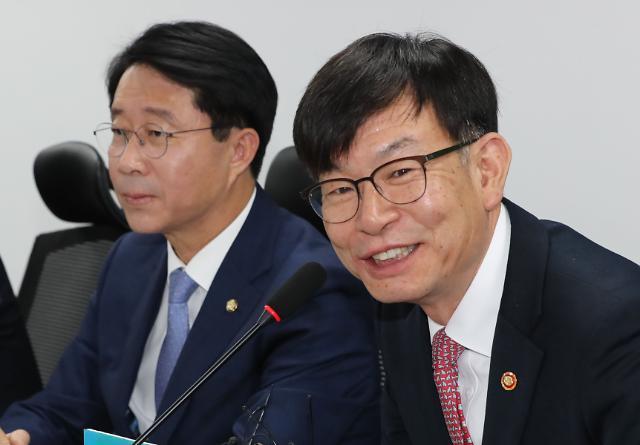 """김상조 """"文 정부 재벌 개혁의지 흔들리지 않는다"""""""