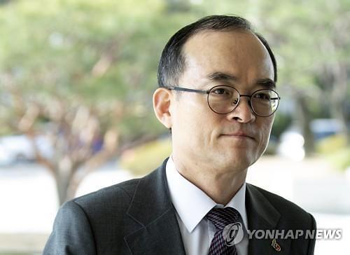 """손 내민 장관, '튕기는' 검찰?...문무일 총장 """"아직 검찰입장 수용된 것아냐"""""""