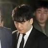 尋問を終え留置場へ向かった元BIGBANGのV.I、「性接待・売春・横領容疑」に対する逮捕状棄却