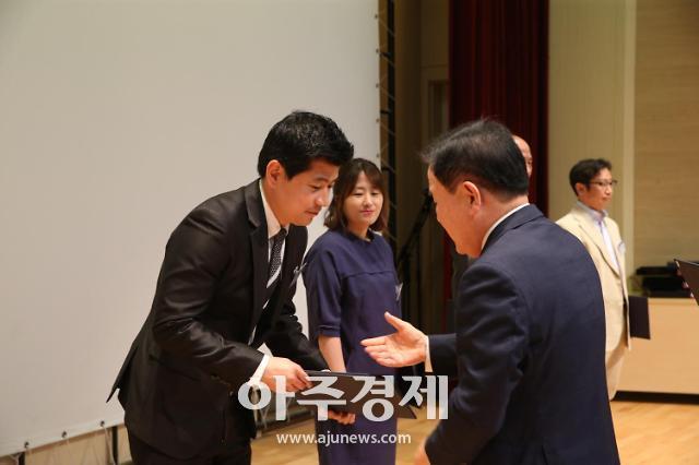 충남교육청, 스승의 날 기념 유공교원 표창