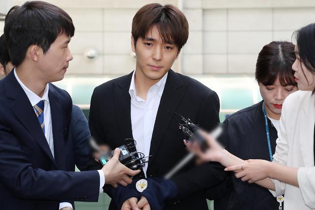 [포토] 검찰로 송치되는 최종훈