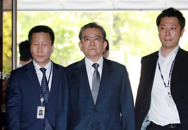 '별장 성접대' 김학의 구속심사 출석, 혐의 질문엔 묵묵부답