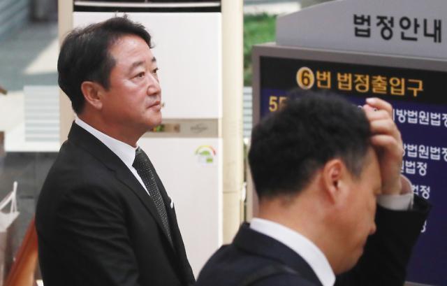 """'차명주식 미신고' 이웅열 전 코오롱 회장, """"남은 인생 사회 이바지할 기회주길"""""""