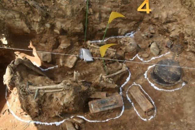 DMZ화살머리고지서 국군 추정 완전 유해 첫 발굴