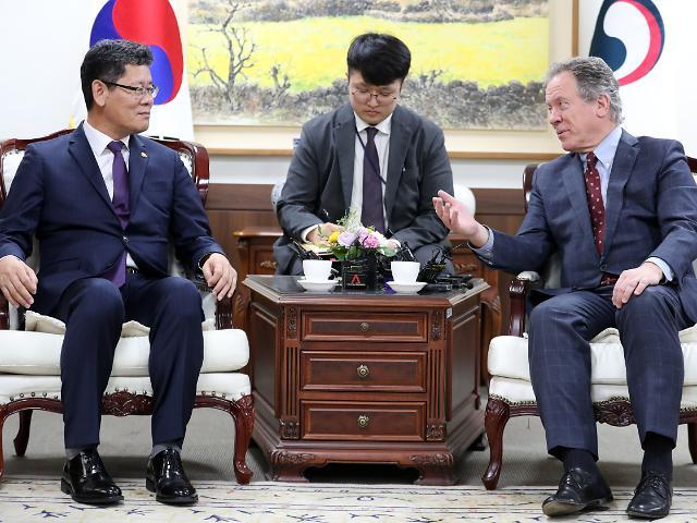 """통일부 """"북한, 공식 식량요청 없었다…여론 충분히 수렴해 결정"""""""