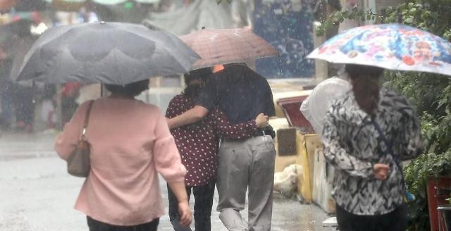 [오늘날씨] 전국 흐리고 비, 제주도는 최대 200㎜ 이상