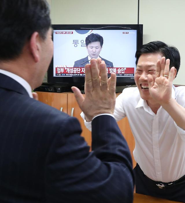 개성공단 기업인 방북 승인·800만弗 공여 추진…靑 NSC의 결단