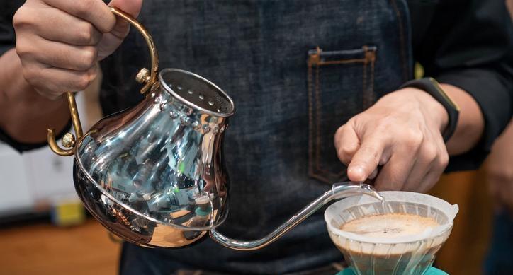 중국 루이싱커피 나스닥 데뷔…미중 커피전쟁 가열