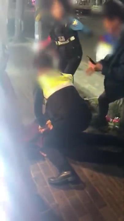 [슬라이드 이슈] 대림동 여경, 폭행 대응 당시 모습