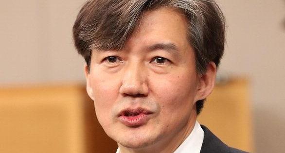 조국, 페이스북에 5·18 계승 명시한 文대통령 개헌안 소개
