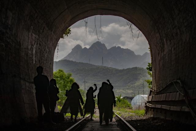 [포토] 폐터널의 그림같은 변화
