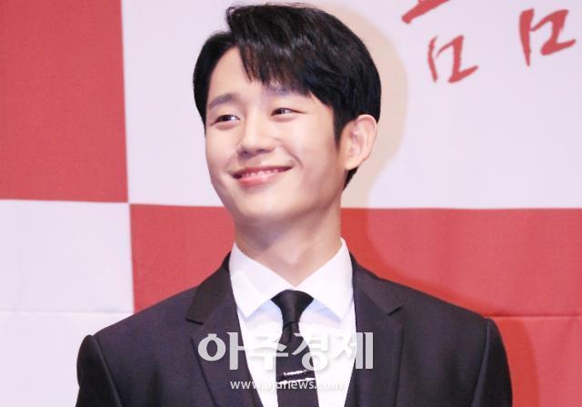 [슬라이드 화보] 정해인, 여심 사로잡는 미소